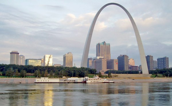 Geosyntec used equal width increment, depth-integrated sampling techniques to characterize the Mississippi and Missouri Rivers in the St. Louis Metropolitan area.