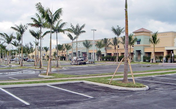 Geosyntec provided site assessment, Florida Brownfields program enrollment, design, and permitting services to fast-track construction start dates to meet developer's obligations with tenants.